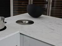 accessoires dans plan de travail en marbre blanc statuaire