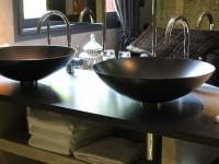 Plan de vasque en granit noir Indien finition cuir