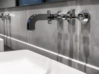 detail salle de bain en pierre grise pietra serenna marbrerie bonaldi var le muy
