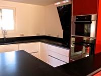 plan de travail de cuisine en granit noir indien leather marbrerie bonaldi le muy var