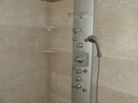 murs de salle de bains en carreau de marbre boticino
