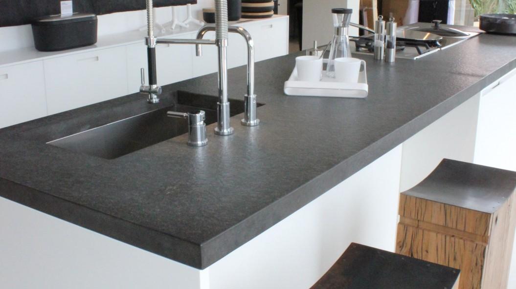 plan d etravail de cuisine granit noir marbrerie bonaldi le muy